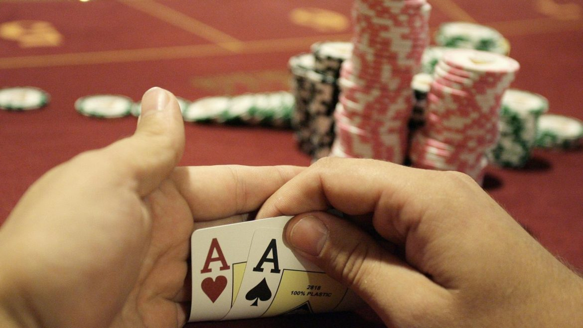 Do you know why gambling on smartphones is popular?